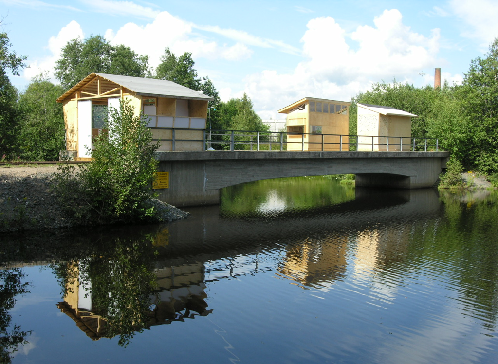 Bridge Friggebod – Little Houses on the Black River