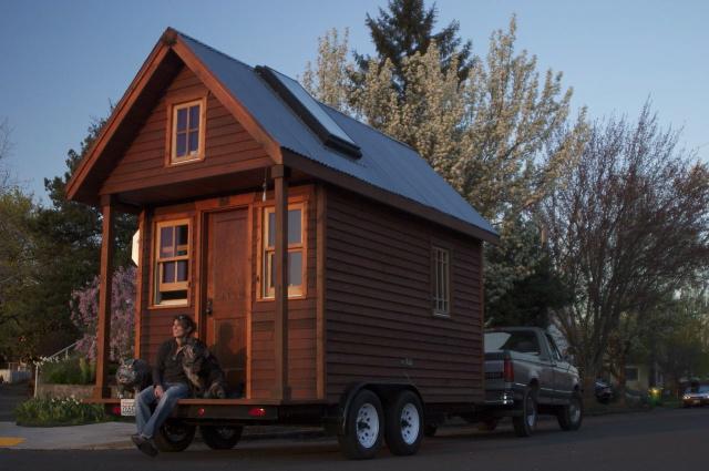 Tour Dee's Tiny House