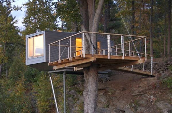 Tiny Tree House in New York by Baumraum below