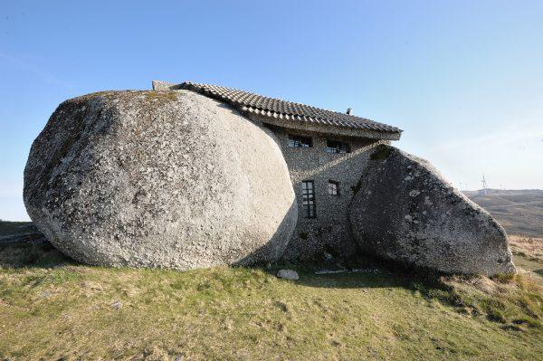 rock house back