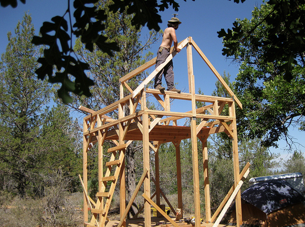 Hut 2.0 – Tiny House Raising with Friends
