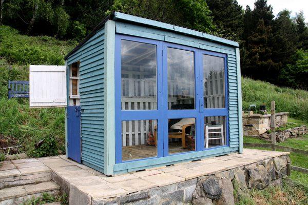 Pallet Summerhouse by Dan Hughes