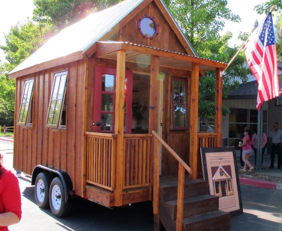 Healdsburg High School Students Build Tiny House