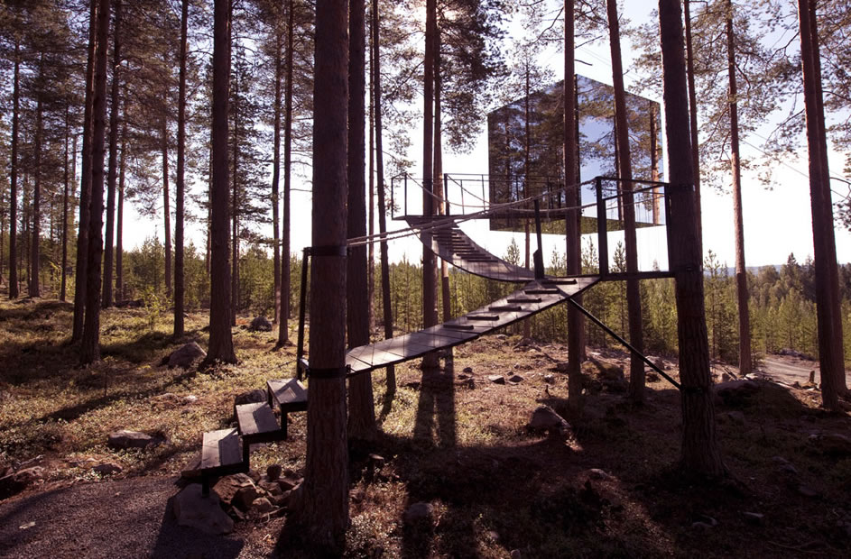 Treehotel - The Mirror Cube