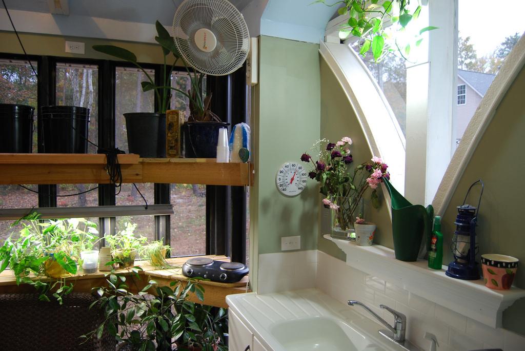Jeff S Cabin Amp Greenhouse Tinyhousedesign