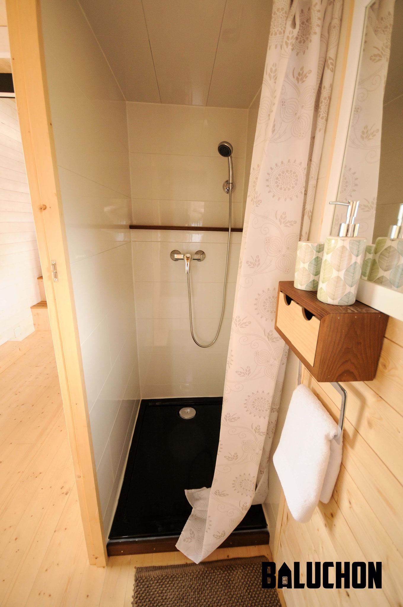 L'Odyssée - French Tiny House - Bathroom