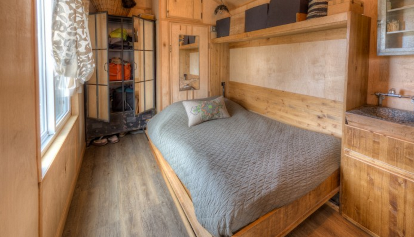 Lewis and Clarks Tiny House in Montana - Bed