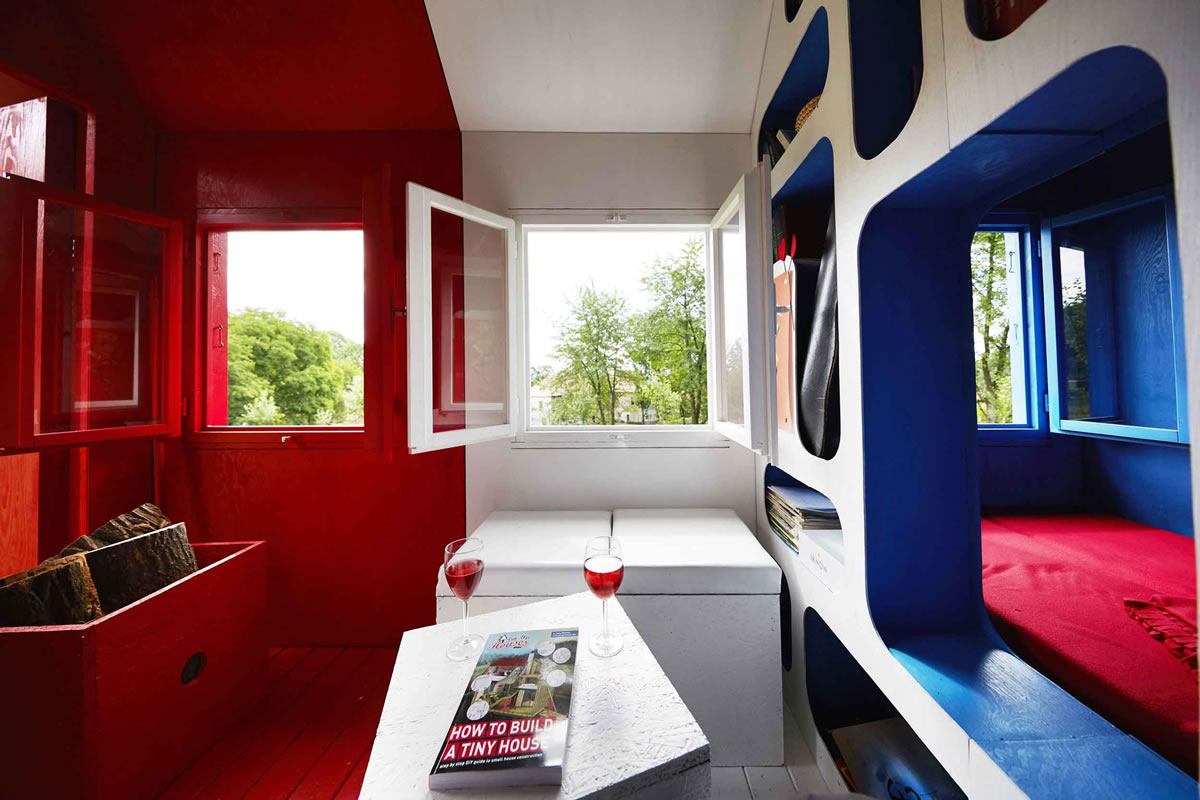 france-by-pin-up-houses-interior-red-white-blue
