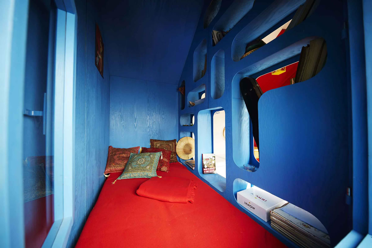france-by-pin-up-houses-blue-for-sleeping