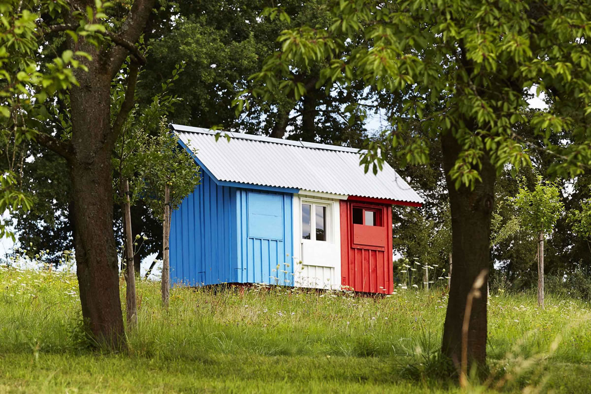 """Assembles in One Day – """"France"""" by Pin-Up Houses"""